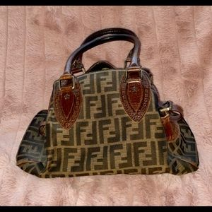 Fendi purse- lightly used/ great condition